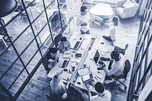 DUO_office_modern_working_meeting_glass_talking_iStock-881484382_300x200