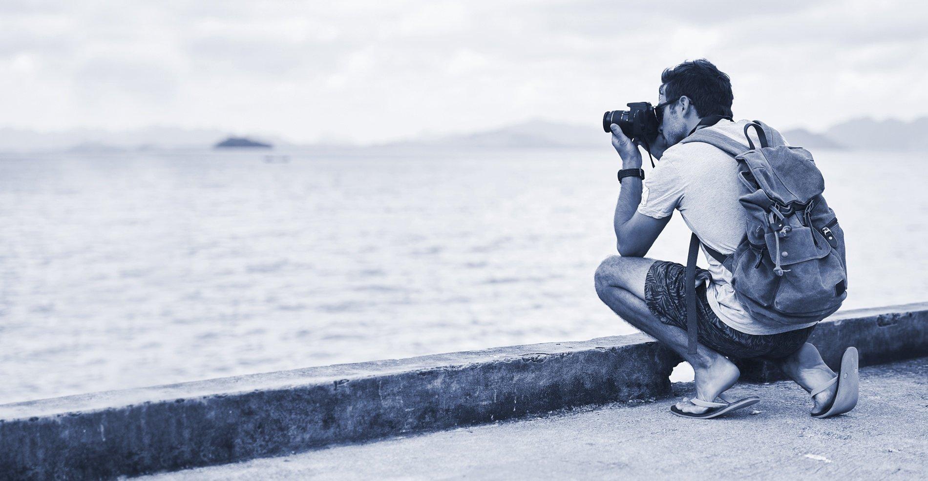 BLOG_DUO_photographer_water_lake_man_backpack_iStock-639577902